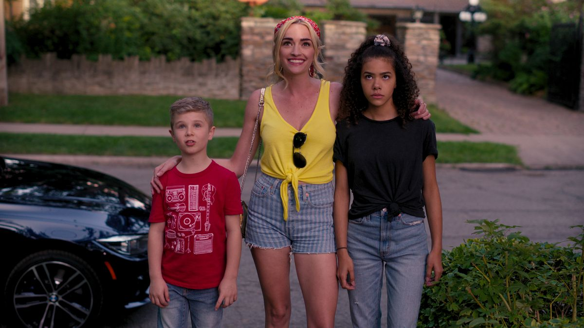 georgia standing with ginny and austin on Ginny & Georgia