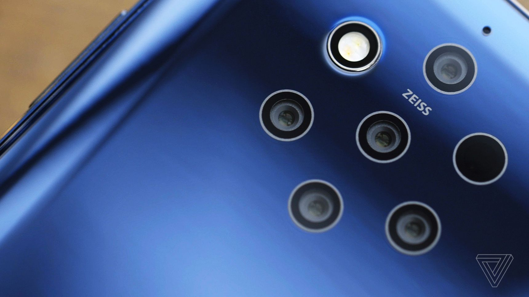 Techmeme: Hands-on with HMD's $699 Nokia 9 PureView with an in