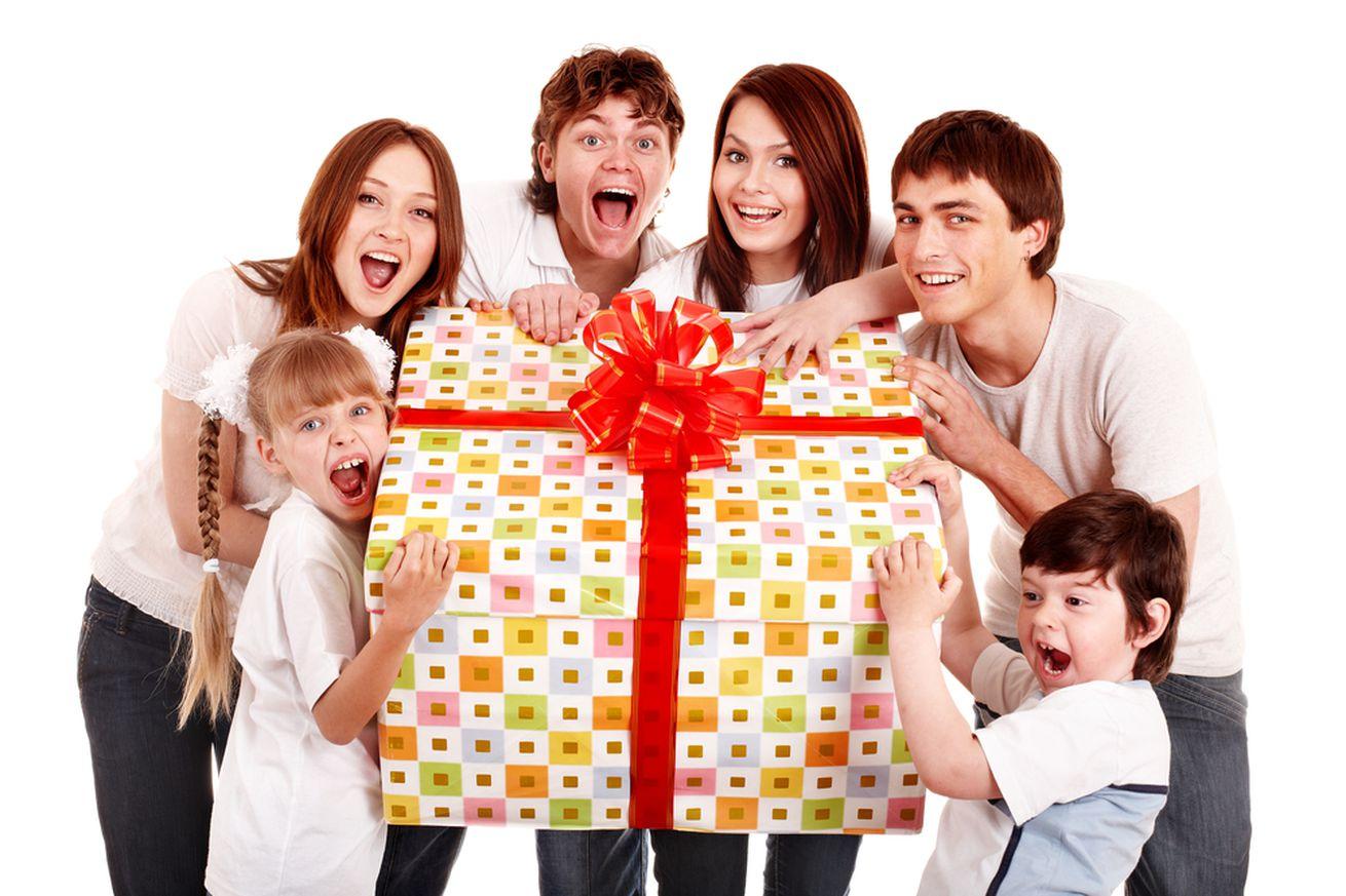 Почему не стоит дарить ребенку много подарков: как не воспитать 97