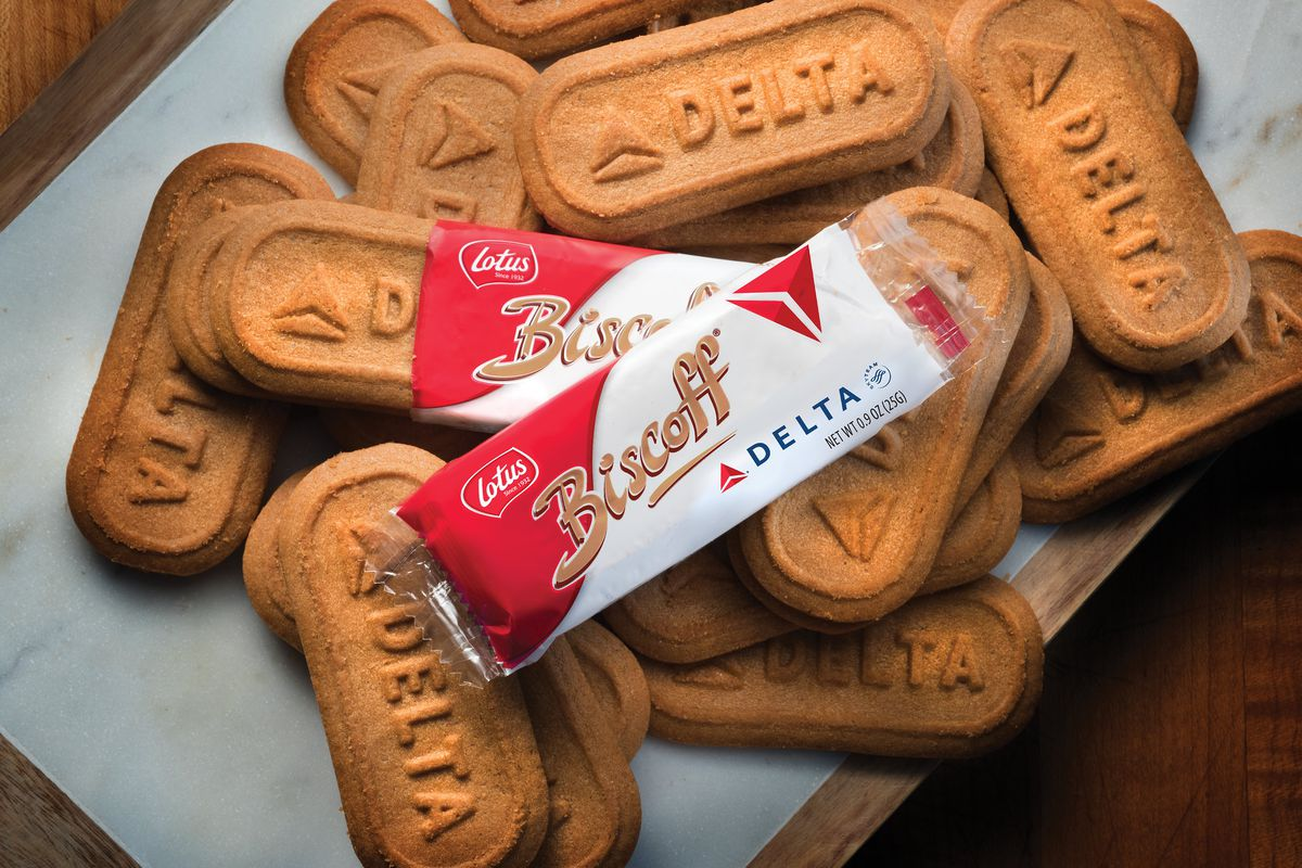 A pile of Delta-branded Biscoff cookies sit on a tray table