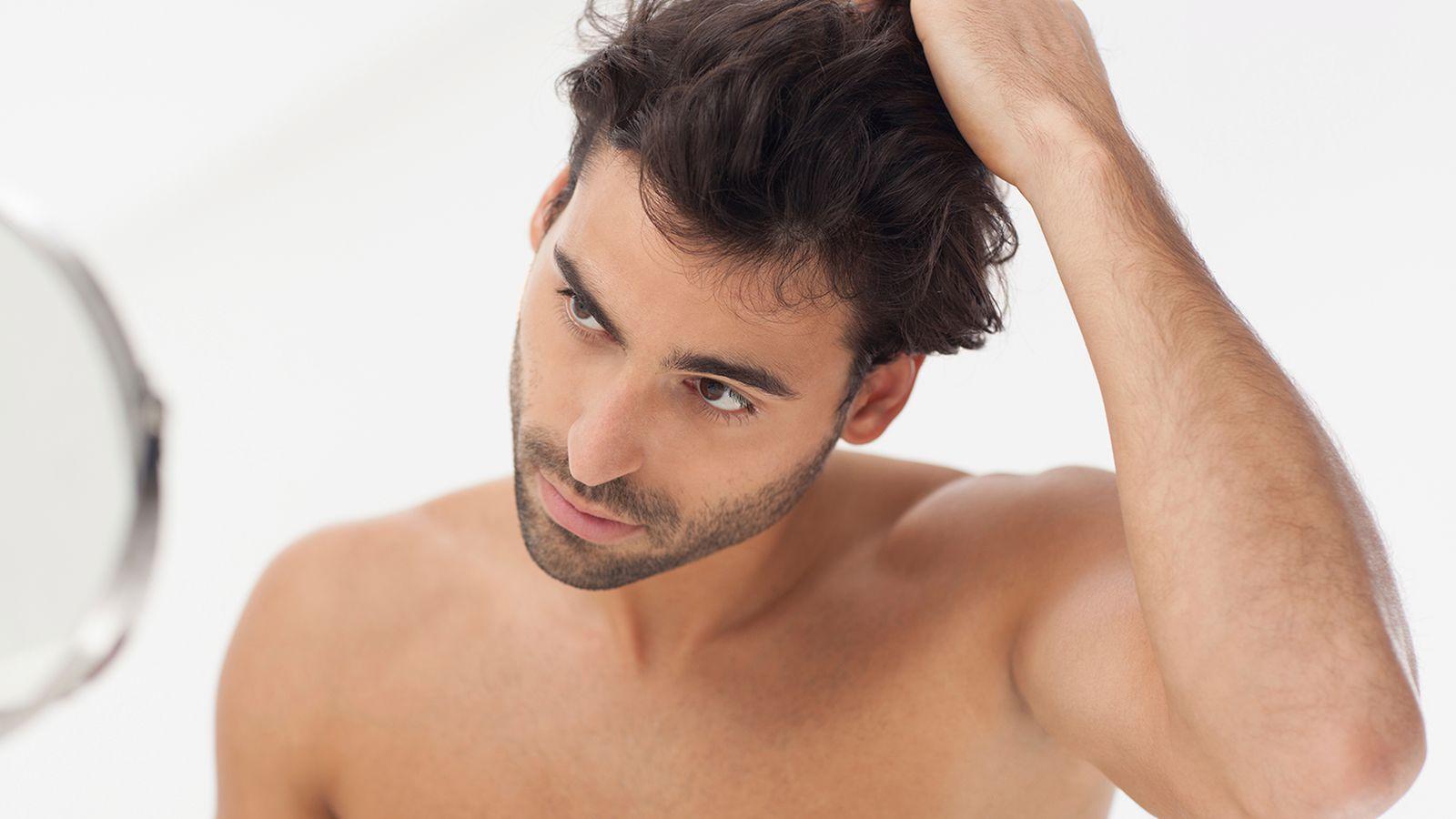 Выпадают волосы молодой парень