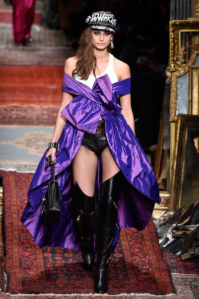 Discussion on this topic: The Runway Was On Fire' at Moschino , the-runway-was-on-fire-at-moschino/