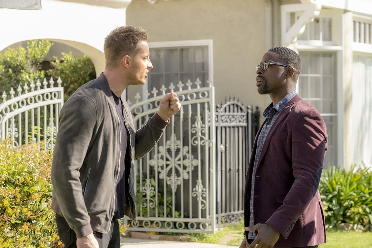 """THIS IS US — """"Strangers: Part Two"""" Episode 418 — Pictured: (l-r) Justin Hartley as Kevin, Sterling K. Brown as Randall — (Photo by: Ron Batzdorff/NBC)"""