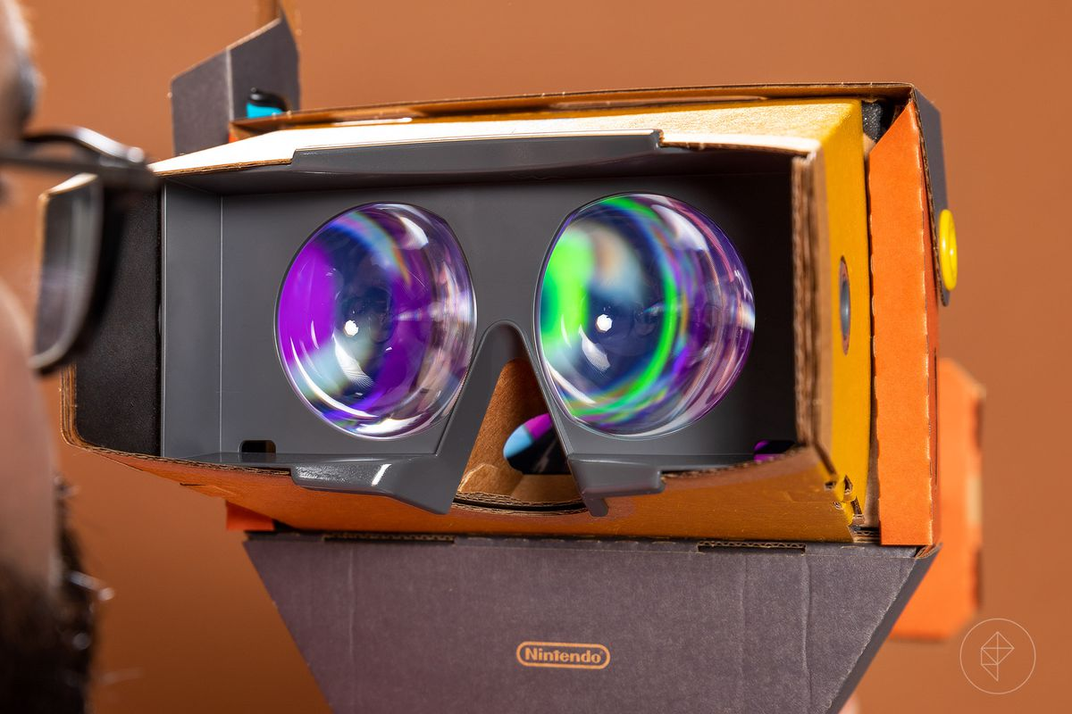 Nintendo Labo VR Kit - Jeff looking at the inside of the headset