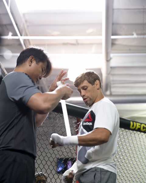 Ufc 199 Open Workout Photos Urijah Faber Gets His Hands Wrapped During The Workouts From Gym Torrance In Ca On Wed Jun
