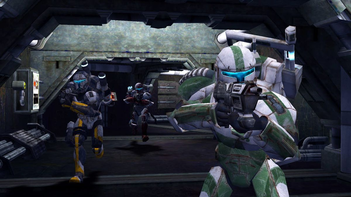 Clone Commandos rush into battle, their weapons drawn, in Star Wars Republic Commando
