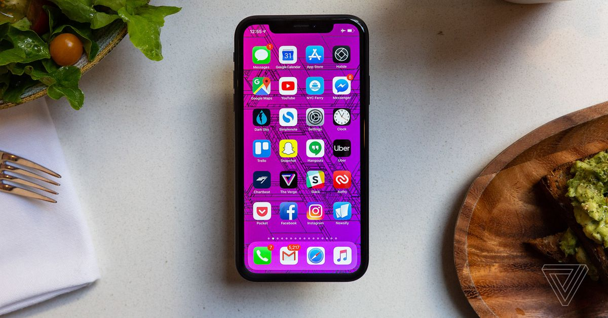 Techmeme: iPhone XR review: competitive price for Apple's latest