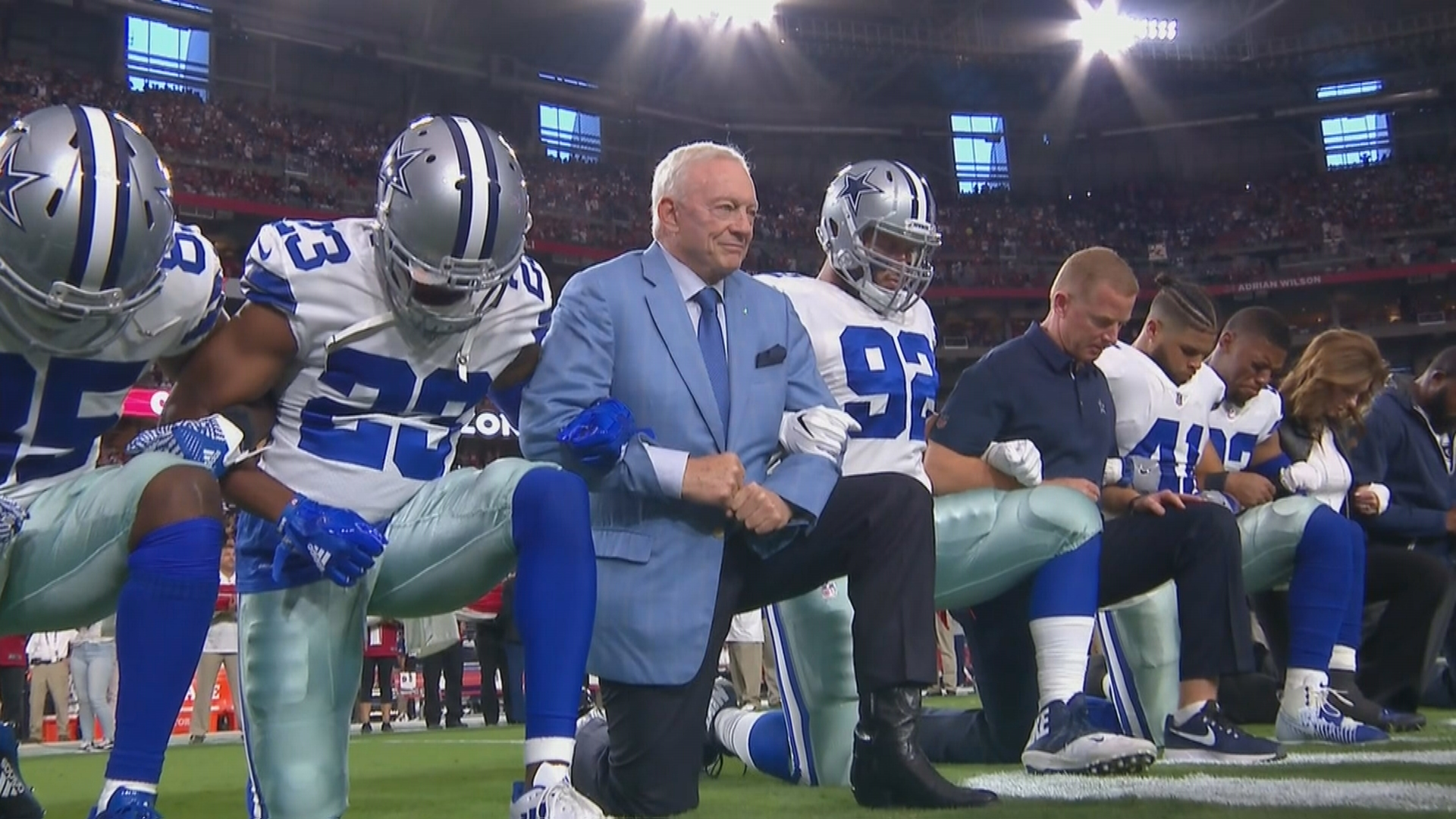 198ca58e752 memeorandum  Jerry Jones and the Cowboys took a knee before the national  anthem (Adam Stites SBNation.com)