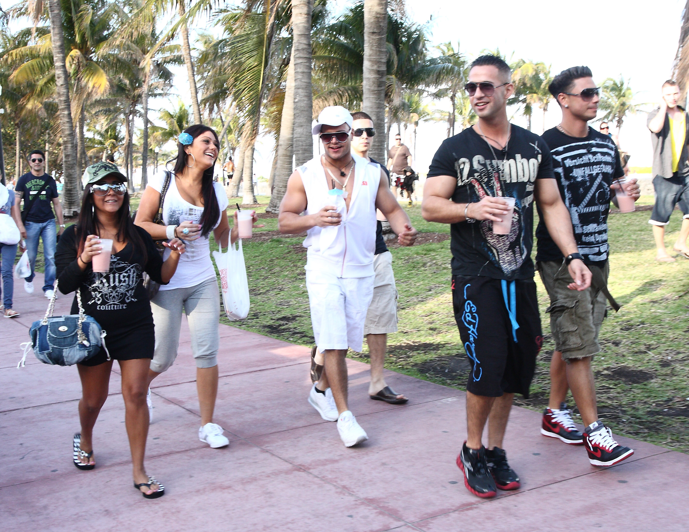 Cast of The Jersey Shore walking outside.