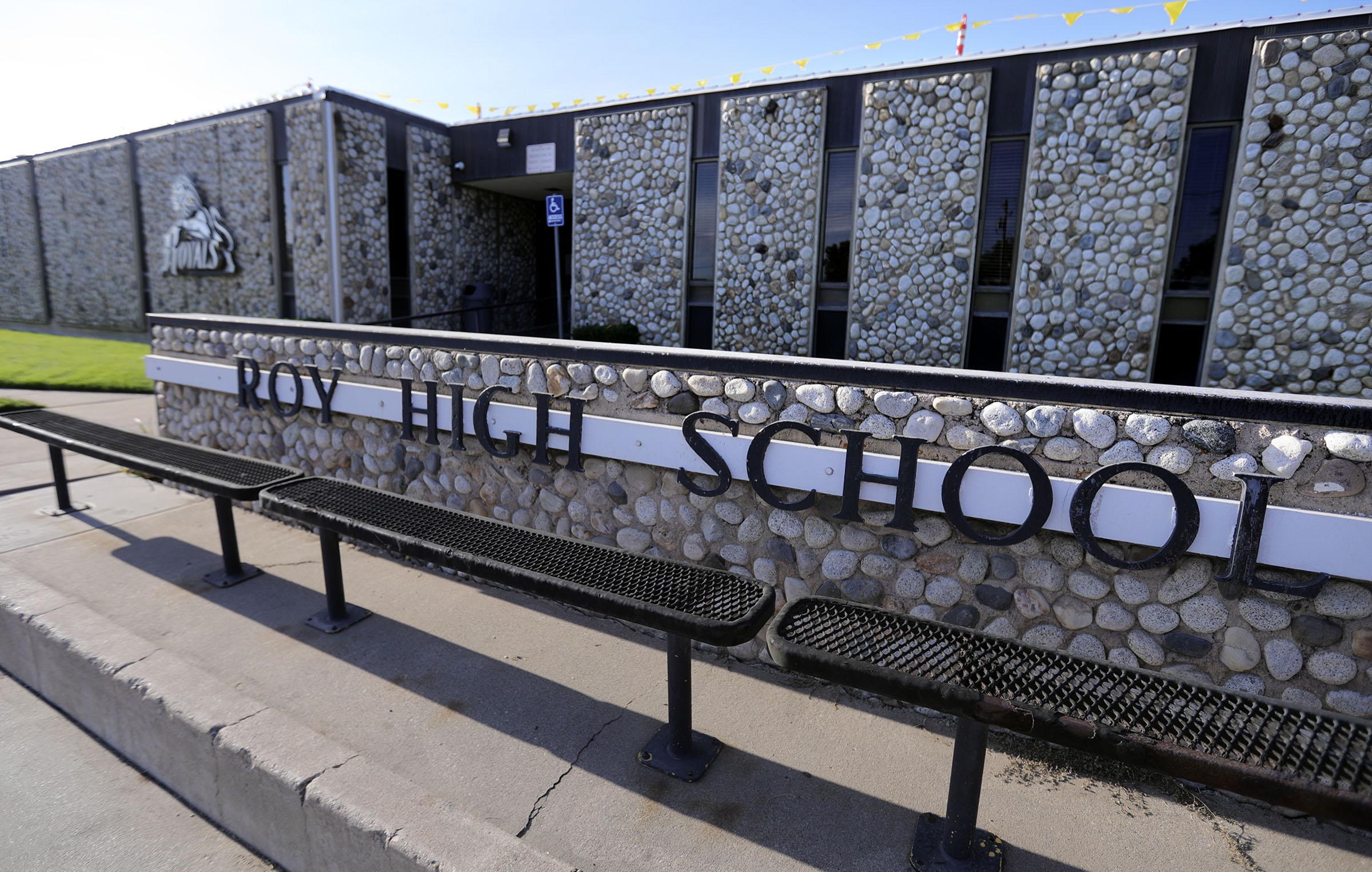 Roy High School dnstock sign
