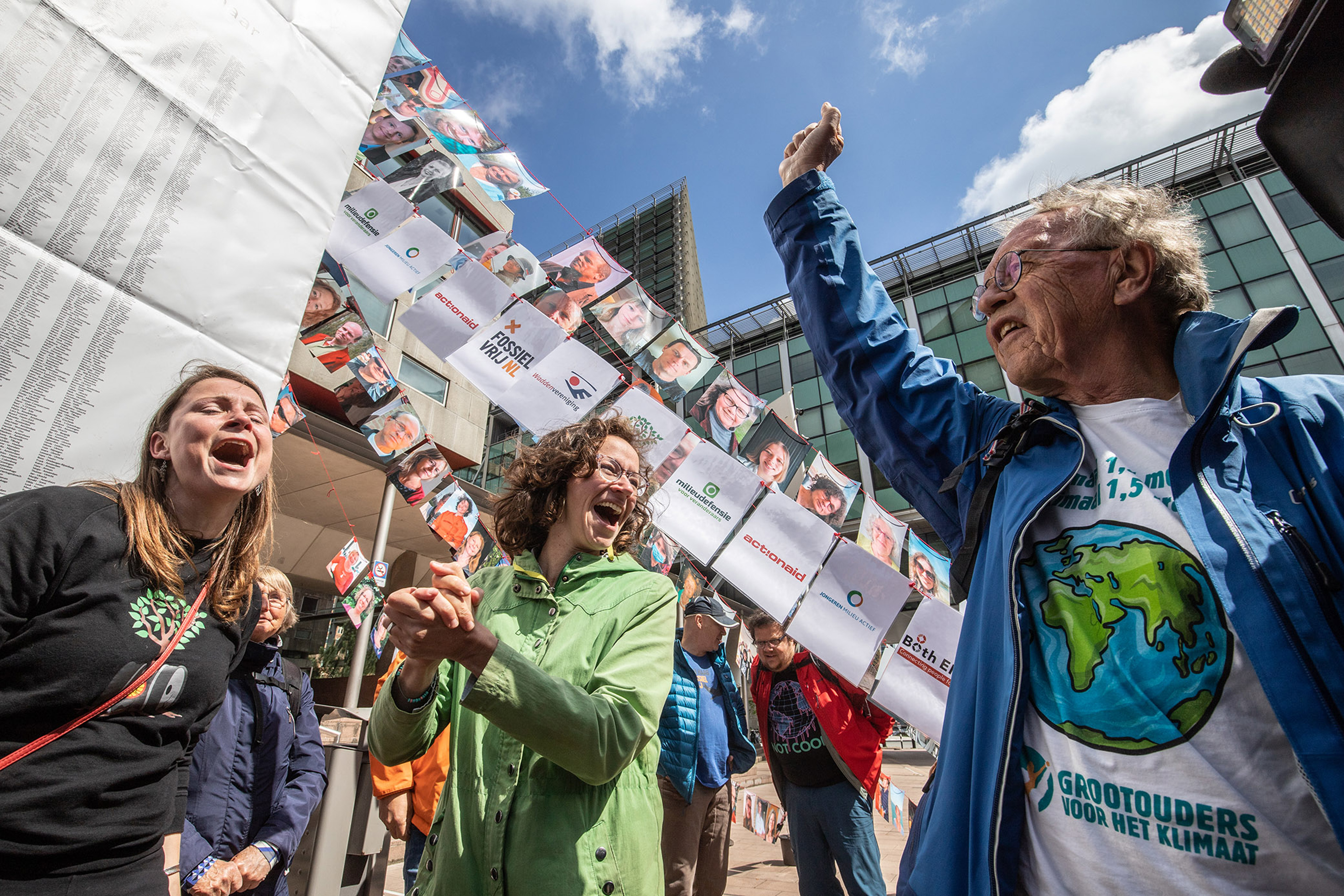 Environmental Group Takes Royal Dutch Shell Plc To Court Over Global Emissions