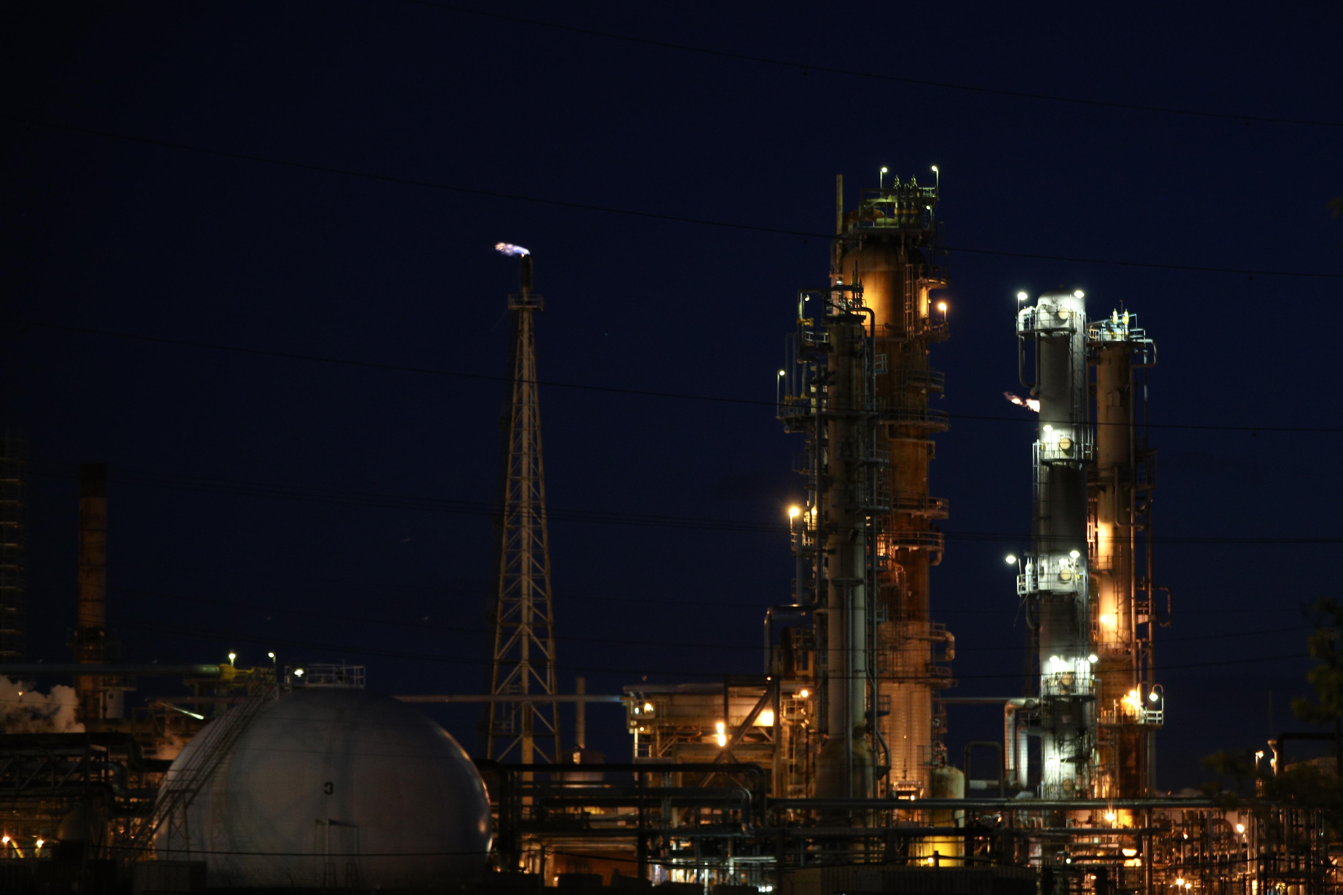 Brent oil price dives below $20 per barrel