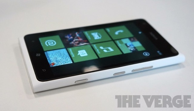 Lumia 900 white