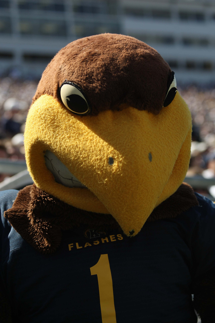 Flash the Eagle doesn't take too kindly to mascot mistakes. (photo via Rob Christy-US PRESSWIRE)
