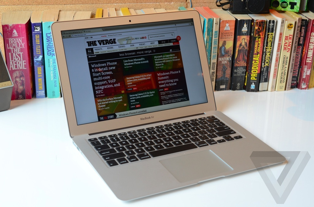 Macbook Air 2012 hero (1024px)