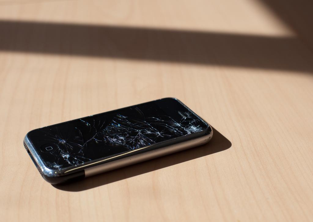 broken first gen iphone (flickr)