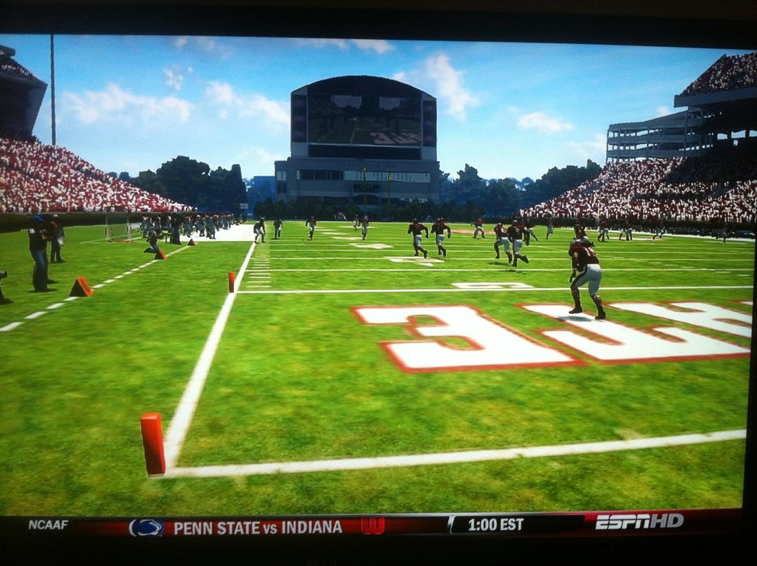 Jameon Lewis waits patiently to take one to the house on EA Sport's NCAA Football 2013 <em>(cristilmethod / SBNation)</em>