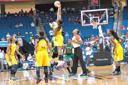 Rookie Glory Johnson outjumps Seattle's Lauren Jackson (photo by Troy Littledeer)