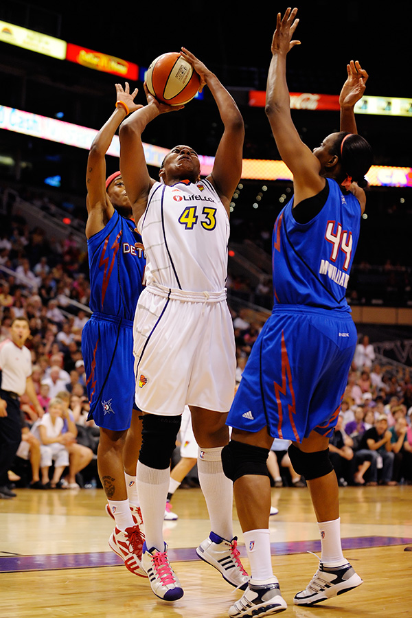 Le'coe Willingham fights for a basket against the Detroit Shock on July 18th, 2009.