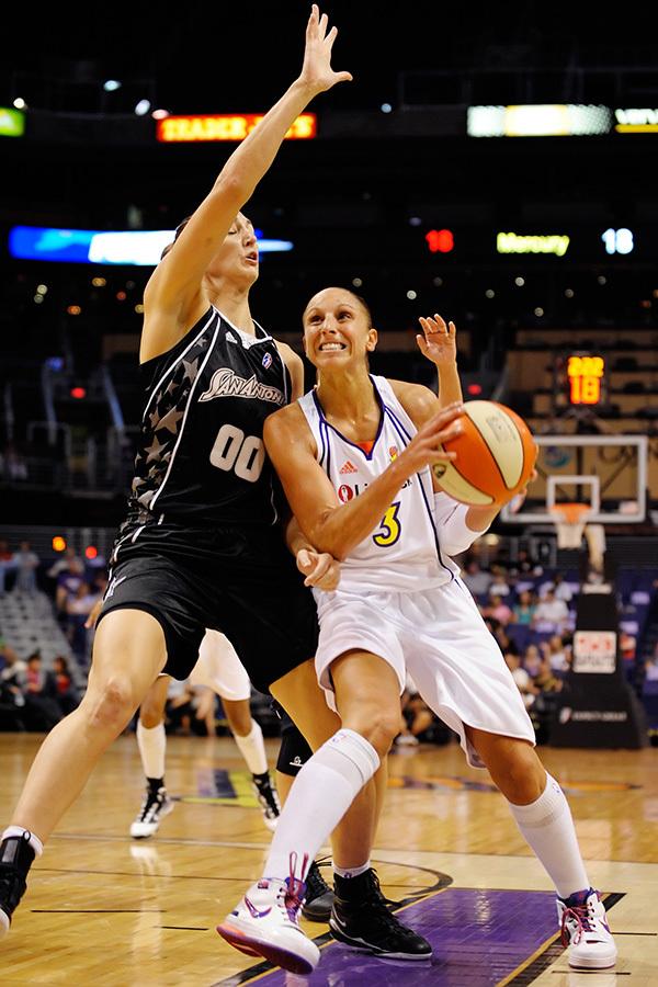 Diana Taurasi lead the Phoenix Mercury to a 95-83 win over the San Antonio Silver Stars in Phoenix, AZ on August 13, 2009