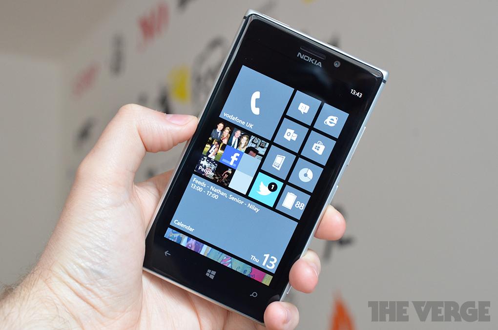 Gallery Photo: Nokia Lumia 925 photos