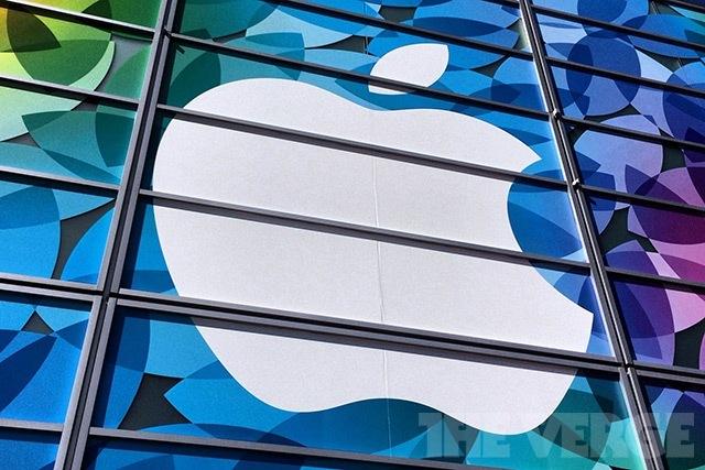 Apple event 2013 (verge stock)