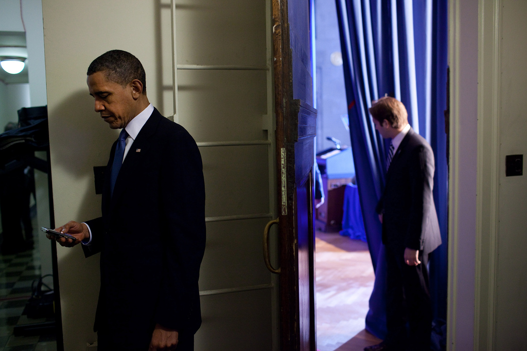 Obama blackberry (White House)