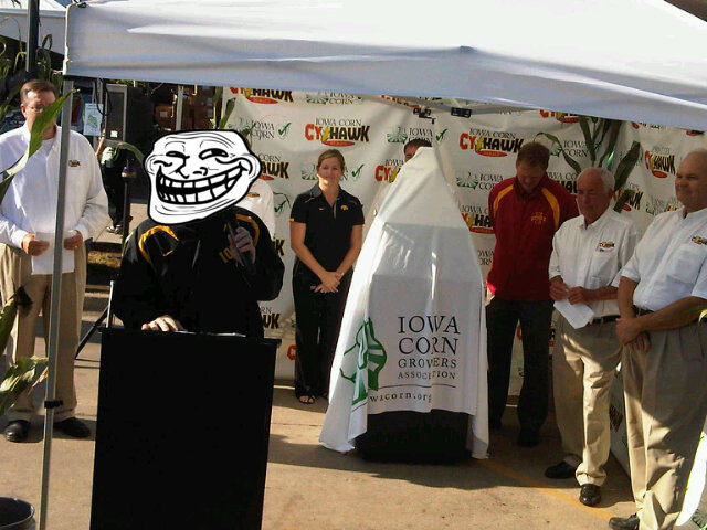 The official spokesperson of the Iowa Corn Growers Association shortly before unveiling the new trophy.