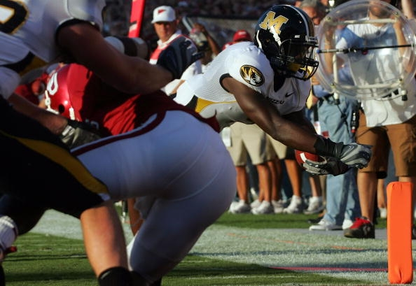 NORMAN, OK - OCTOBER 13: Wide receiver Jeremy Maclin #9 of the Missouri Tigers dives for a touchdown against the Oklahoma Sooners at Memorial Stadium on October 13, 2007 in Norman, Oklahoma. (Photo by Ronald Martinez/Getty Images)