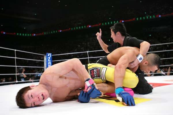 Shinya Aoki (left) defeats Eddie Alvarez with a brutal heel hook in the first round at Dynamite!! 2008.