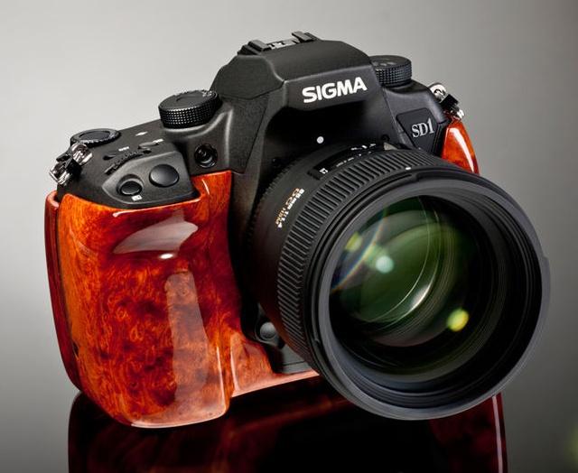 Sigma SD1 Wood Edition - angle