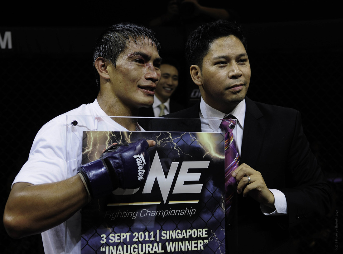 Eduard Folayang and Victor Cui at One FC 1. (Photo via One FC)