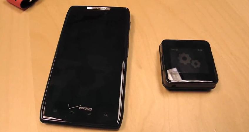 Motorola MotoACTV and Droid RAZR pairing hands-on