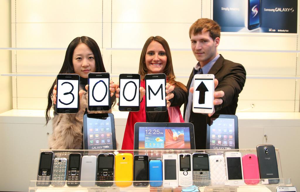 Samsung 300m handsets sold