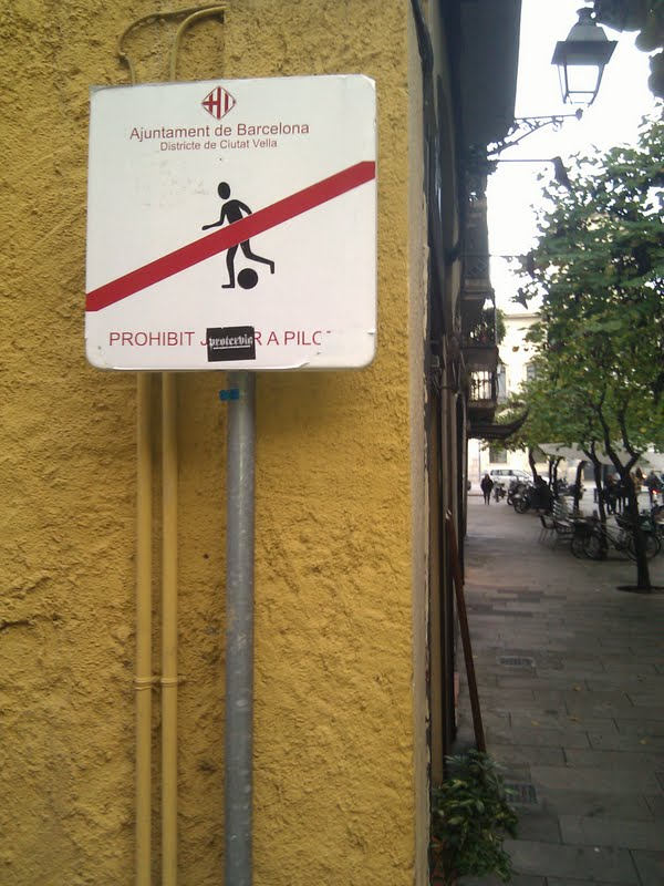 You see a few of these around the teeming city centers of Barcelona ... but not many.