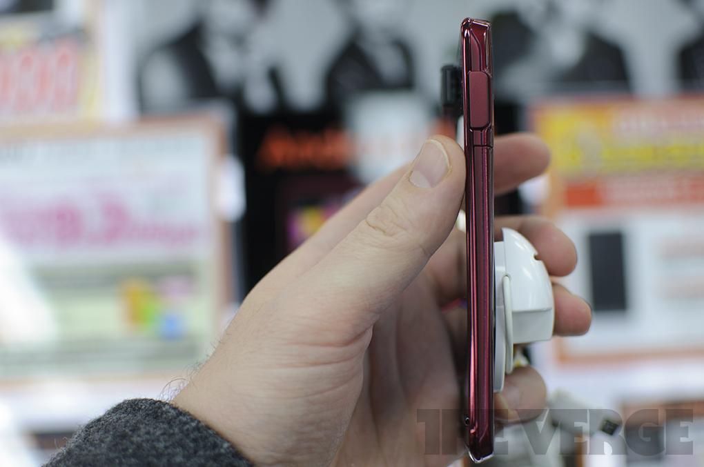 Gallery Photo: 6.7mm Fujitsu Arrows ES IS12F hands-on photos
