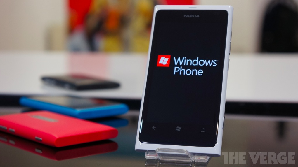 Gallery Photo: White Lumia 800 hands-on photos