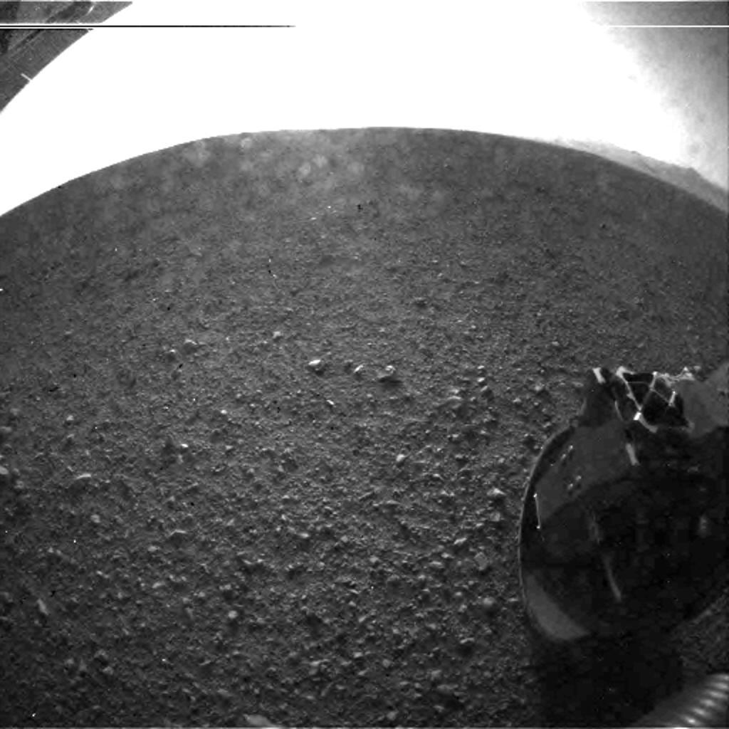 "Curiosity is on Mars and is operational! (via <a href=""http://mars.jpl.nasa.gov/msl/images/msl5_PIA15973-br2.jpg"">mars.jpl.nasa.gov</a>)"