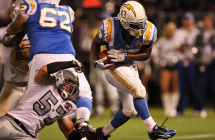 """Dombrowski clearing the way for Sproles.  via <a href=""""http://images.tsn.ca/images/stories/20090915/sd_7531.jpg"""">images.tsn.ca</a>"""
