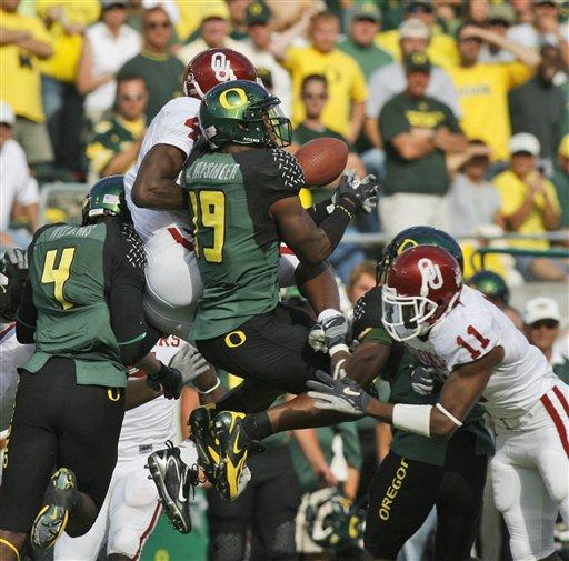"""Remember this play?  OU fans do.  (via <a href=""""http://blog.kir.com/archives/OU-Oregon%20onside%20kick%20092206.jpg"""">kir.com</a>)"""