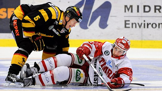 Adam Larsson of Skellefteå terrorizes a player from Timrå. Photo courtesy of Sverigesradio