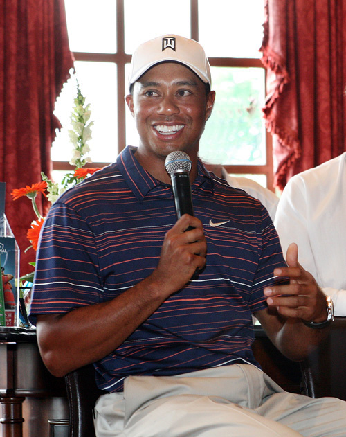 <strong>Pictured</strong>: Tiger taken during our Q&A with him at Congressional in 2009.  <strong>Not pictured</strong>: the 17 Heinekens Ken and I drank before we asked Tiger our question.