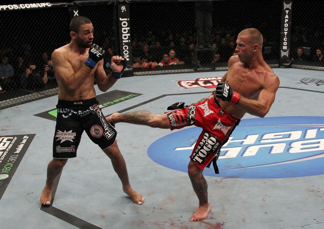 "via <a href=""http://www.textual.com.br/img/banco/UFC131CerronevsRocha1.jpg"">www.textual.com.br</a>"