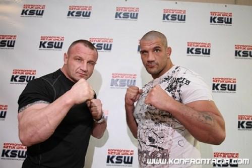 "via <a href=""http://fightnews.pl/wp-content/uploads/2011/04/ksw16.jpg"">fightnews.pl</a>"