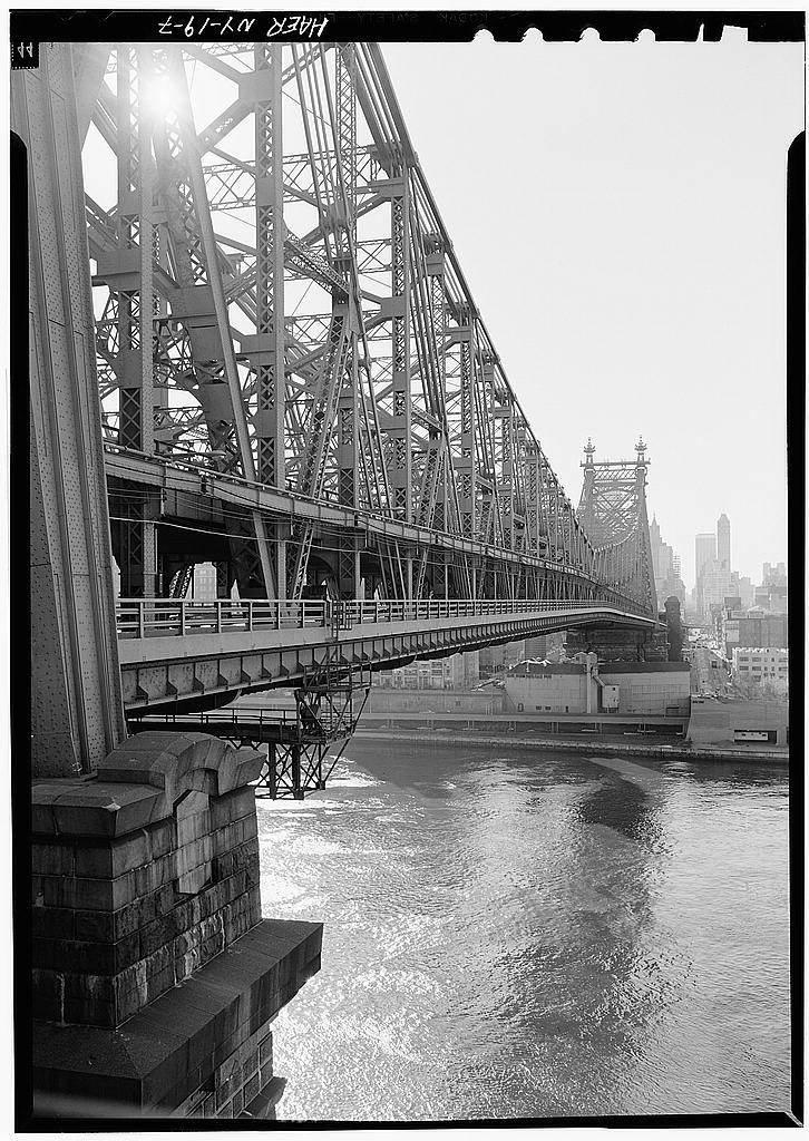 "'GENERAL VIEW OF UPSTREAM SIDE OF BRIDGE LOOKING TOWARDS MANHATTAN'. Photo courtesy <a href=""http://lcweb2.loc.gov/pnp/habshaer/ny/ny0300/ny0326/photos/119021pv.jpg"">Library of Congress</a>"