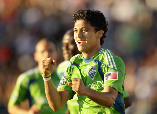 """I believe the Sounders are lying to me when they tell me Fredy Montero is 5'9"""". He could definitely fit in my pocket. (Photo by Ezra Shaw/Getty Images)"""