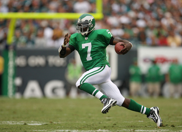 PHILADELPHIA - SEPTEMBER 12:  Michael Vick #7 of the Philadelphia Eagles rushes during a game against the Green Bay Packers at Lincoln Financial Field on September 12 2010 in Philadelphia Pennsylvania.  (Photo by Mike Ehrmann/Getty Images)