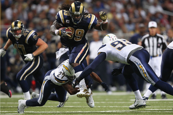 Steven Jackson #39 of the St. Louis Rams rushes against the San Diego Chargers at the Edward Jones Dome on October 17 2010 in St. Louis Missouri.  The Rams beat the Chargers 20-17.  (Photo by Dilip Vishwanat/Getty Images)