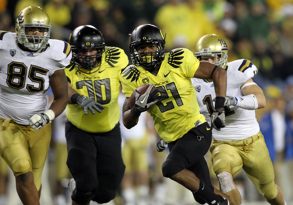 EUGENE OR - OCTOBER 21:  LaMichael James #21 of the Oregon Ducks runs the ball against the UCLA Bruins on October 21 2010 at the Autzen Stadium in Eugene Oregon.  (Photo by Jonathan Ferrey/Getty Images)