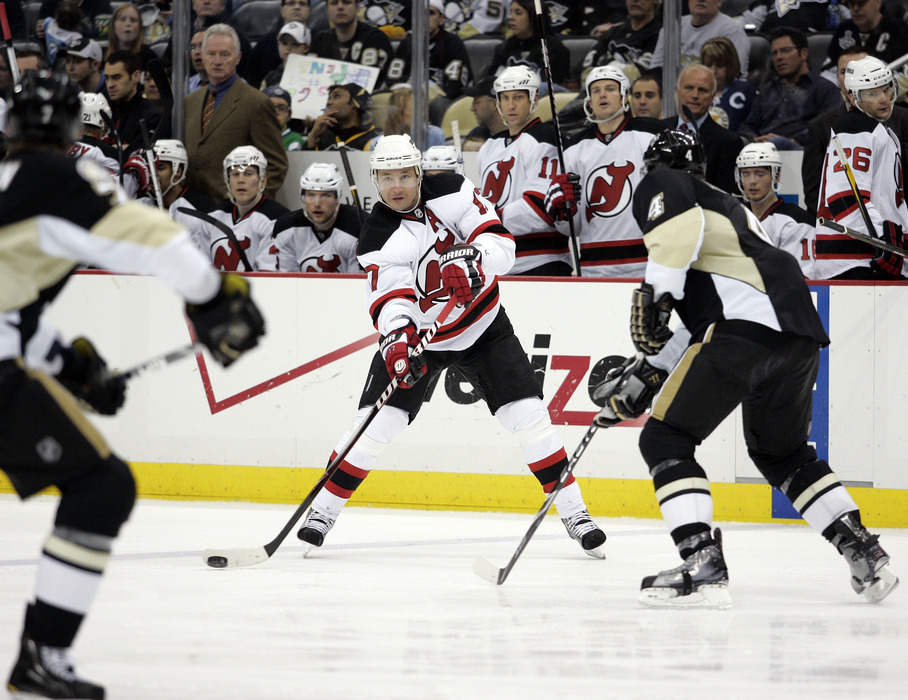 PITTSBURGH, PA - APRIL 05:  Ilya Kovalchuk #17 of the New Jersey Devils makes a pass against the Pittsburgh Penguins at Consol Energy Center on April 5, 2011 in Pittsburgh, Pennsylvania.  (Photo by Justin K. Aller/Getty Images)